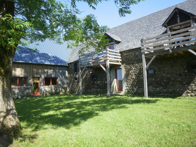 Gîtes meublés trois étoiles confort et loisirs, location de vacances à Rochefort-Montagne
