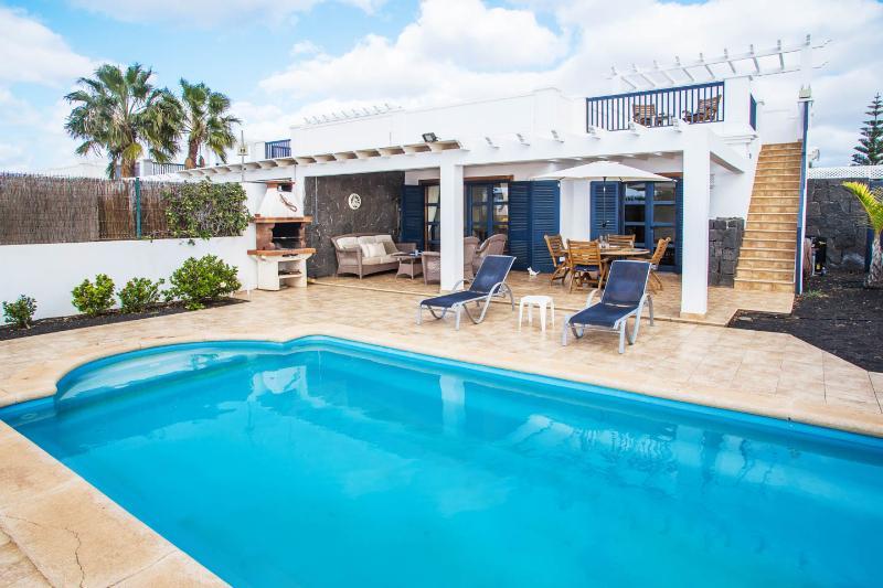 Villa Olano - Stunning Modern villa with pool, vacation rental in Playa Blanca
