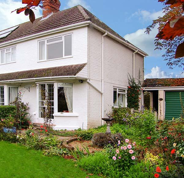 THE COTTAGE, a pet-friendly romantic cottage with garden in a rural location, casa vacanza a Newbury