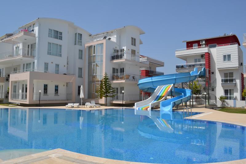 Antalya belek 2 nirvana club with waterslide - first floor - close to center, alquiler de vacaciones en Belek