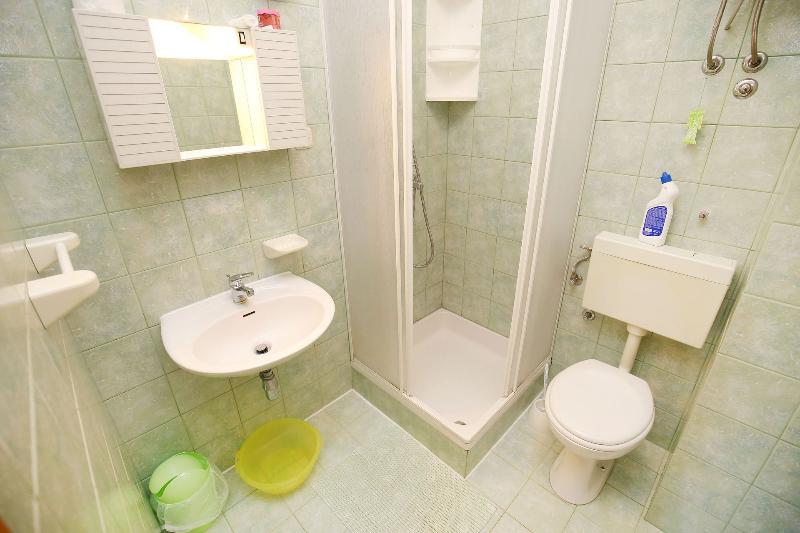 SA3 (2): badkamer met toilet