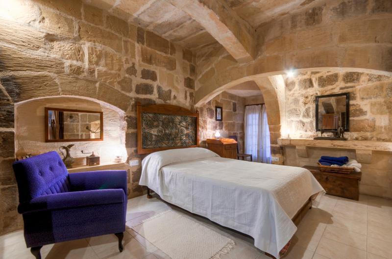 unique architectural features in this authentic bedroom