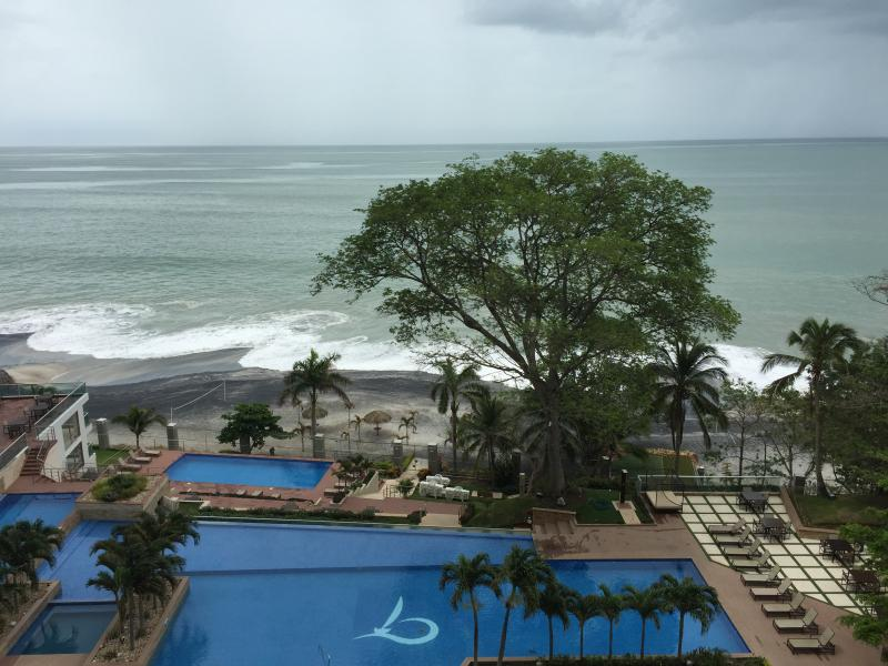 piscina vista desde balcón