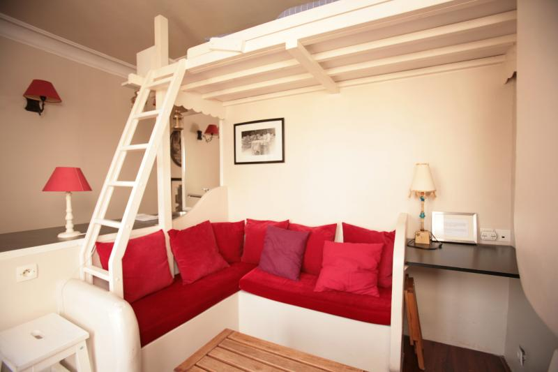Cozy Canal Saint Martin Studio (333), vacation rental in Aubervilliers