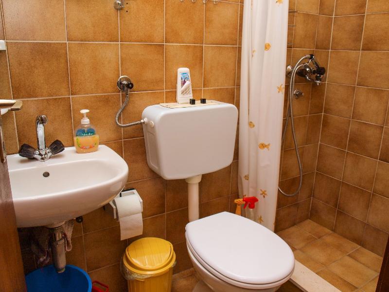 A2 (4): bagno con wc