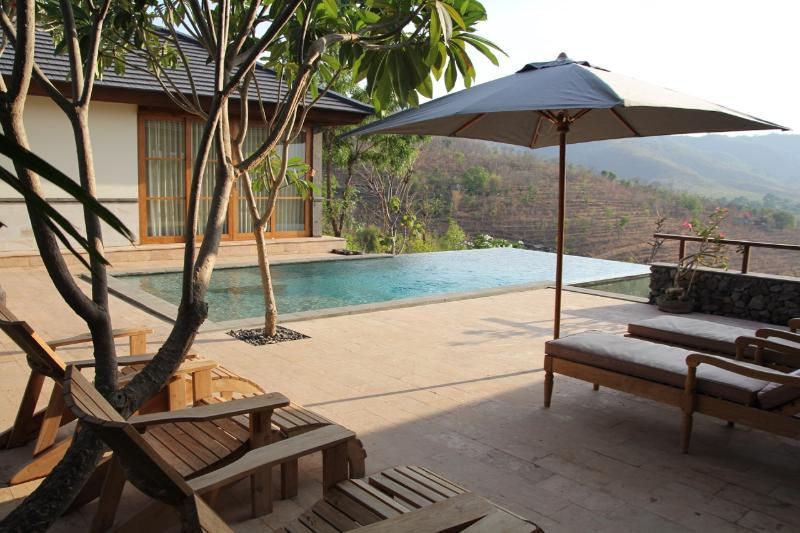 Infinity pool with 60 km wide super views towards the vulcanoes in Java and the Barat National Park