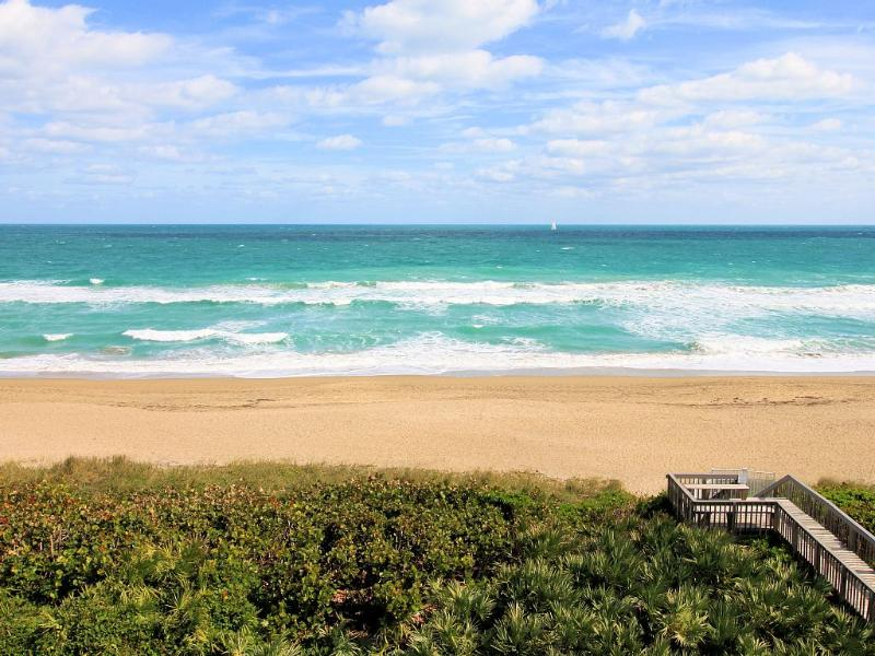 Oceanfront Penthouse S Hutchinson Island IRP, holiday rental in Stuart