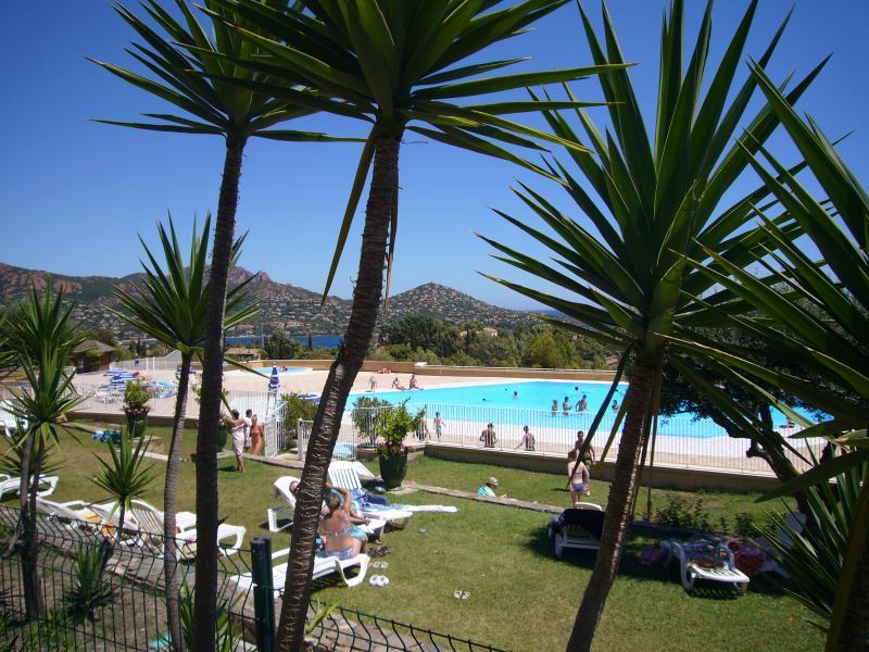 Cap Esterel Beau 2 pièces avec superbe vue mer, alquiler de vacaciones en Agay