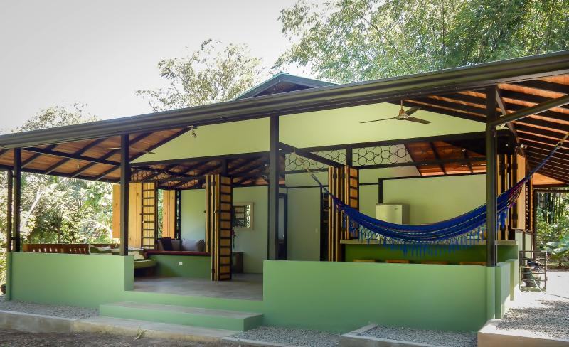 Sublime Modern Osa Peninsula Beach Jungle Paradise, vacation rental in Carate
