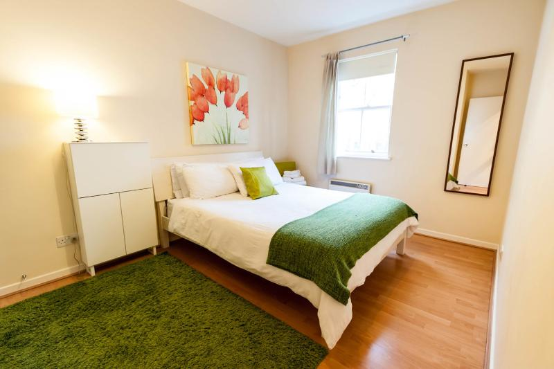 A king size bed encourages a comfortable night sleep in the spacious Master Bedroom