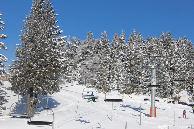 Sunny day. Arselle lift.