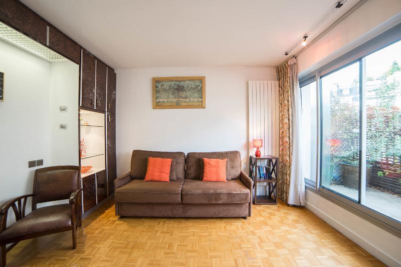 15 avis et 38 photos pour elegant studio with balcony overlooking