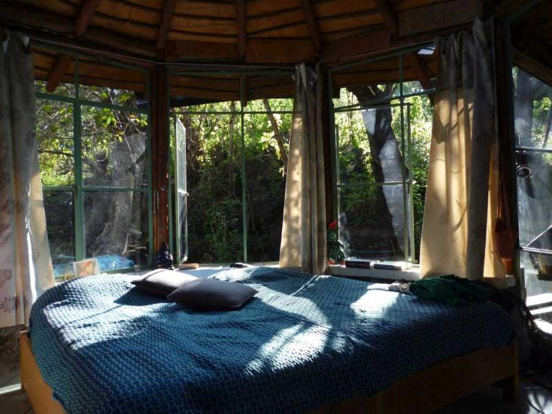 glass bungalow nature & light, Tepoztlan, Morelos, holiday rental in Yautepec