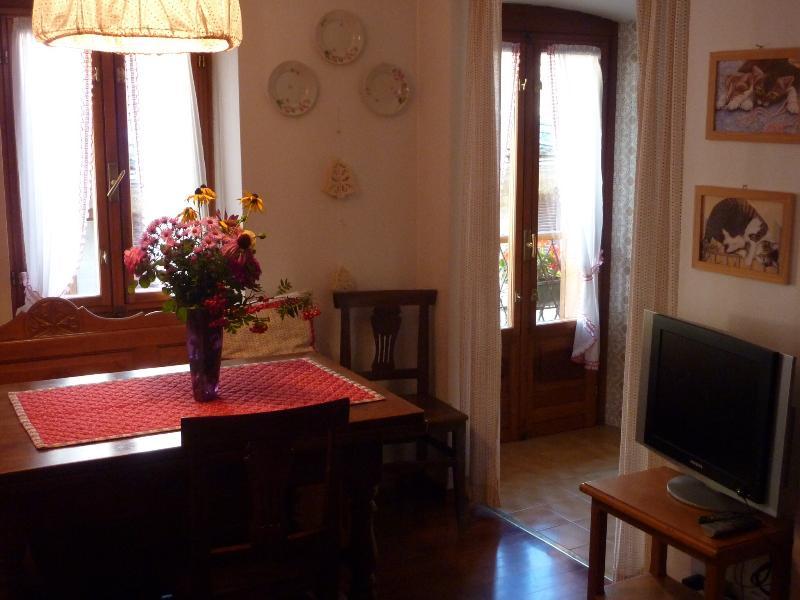 Maison Luboz: appartamento al 2º piano nella via centrale, location de vacances à Courmayeur