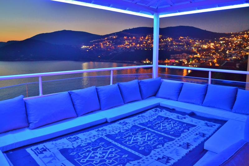Roof Top Ottoman Seating Area