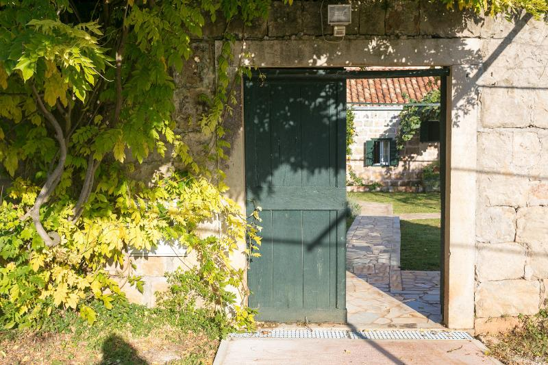 Entrance to inner courtyard