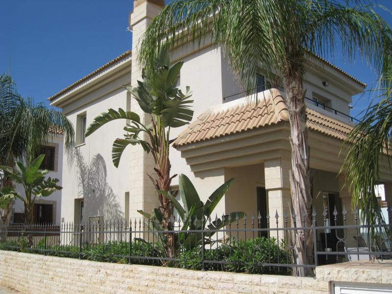 Luxury 3 Bedroom Villa with a Private Pool, Cul De Sac Location/Family Friendly, holiday rental in Famagusta District