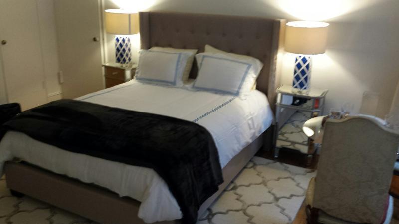 Cama matrimonial y dos camas individuales DISPONIBLE
