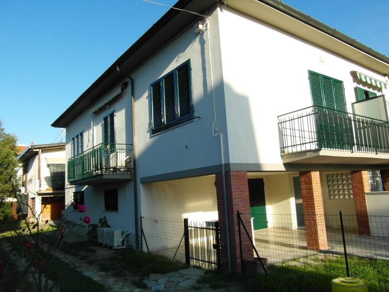 LA CASA DI NILA Bifamiliare ristrutturata nel 2015, holiday rental in Mezzana-Colignola