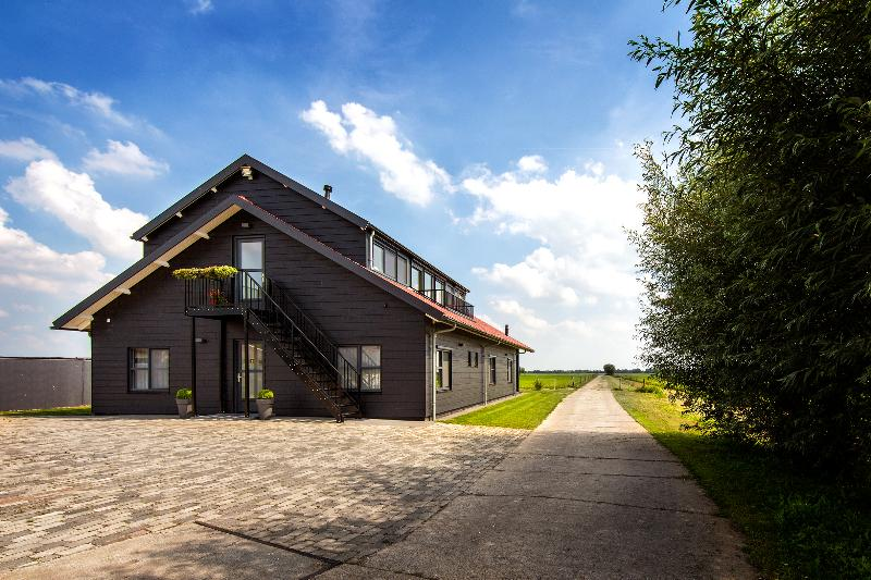 Bungalow in the middle of Holland, near Utrecht, vacation rental in Heukelum