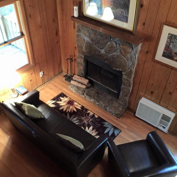 Mountain Mist Rustic Cabin - Near Tallulah Gorge, holiday rental in Wiley