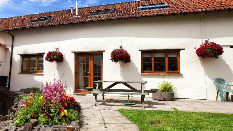 Rose Cottage, Combrew Farm - in beautiful North Devon, vacation rental in Barnstaple
