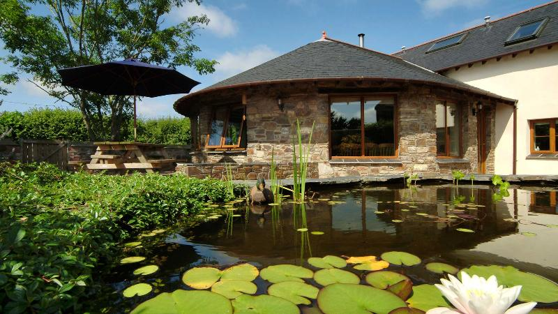 The Roundhouse, Combrew Farm in beautiful North Devon, vacation rental in Barnstaple
