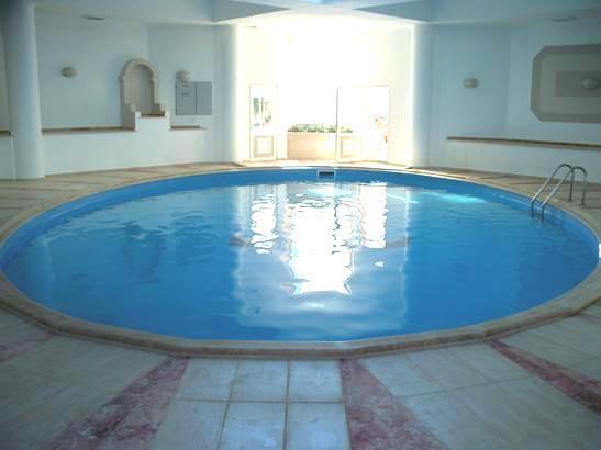 Verwarmd overdekt zwembad