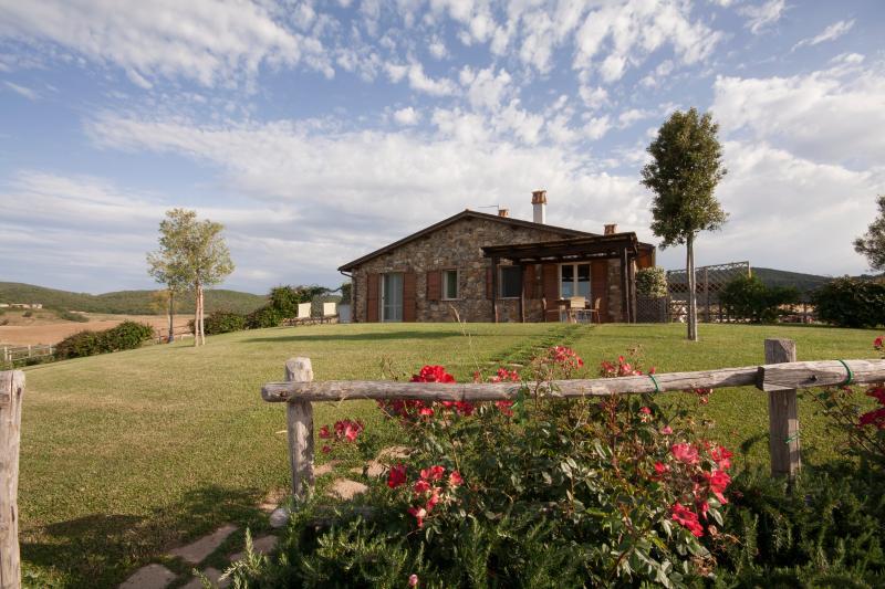 Appartamento Bilocale con piscina e giardino, holiday rental in Pescia Romana