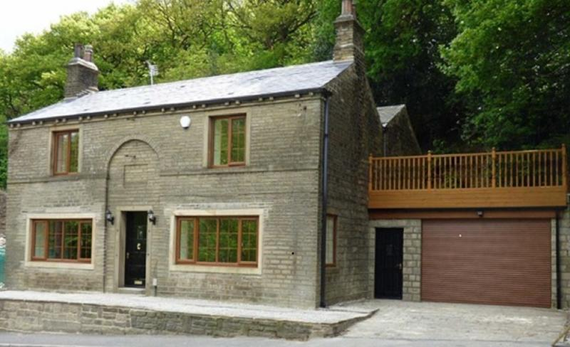 Spring Wood Cottage dating back to 1840 - full of luxury, comfort and a fascinating history!