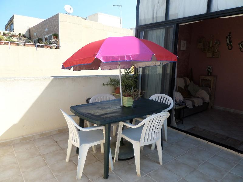 One Bedroom Penthouse, sleeps 4, in the heart of St Paul's bay