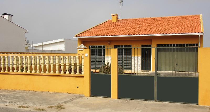 Maison de plein pied avec jardin, casa vacanza a Mira