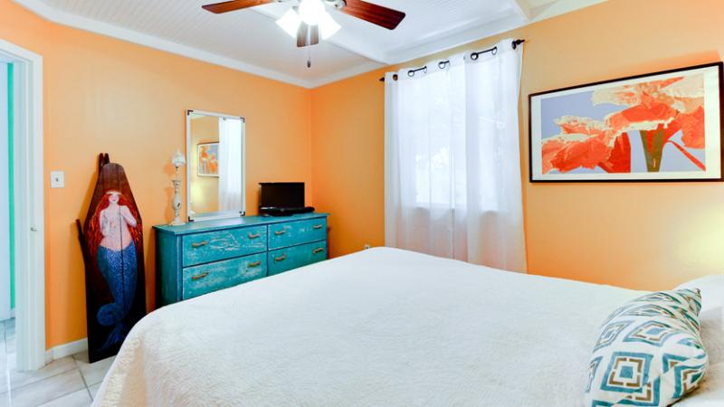 Bedroom | Queen Bed
