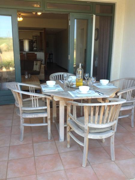 Comfortable Dining on the Porch / Patio. Table Top can be extended for seating of 6 persons