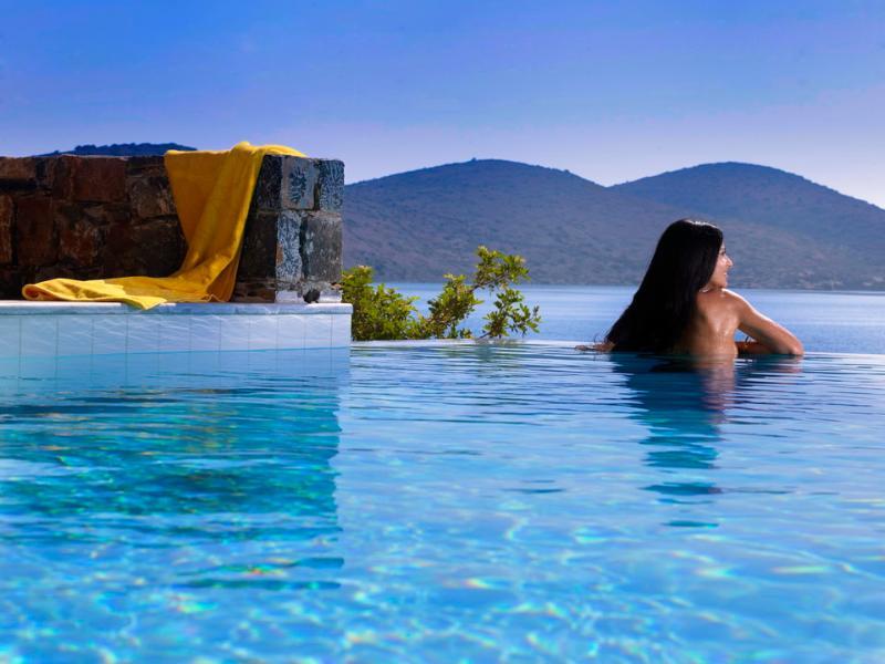 Villa Johanna in Elounda with pool and sea views, alquiler vacacional en Elounda