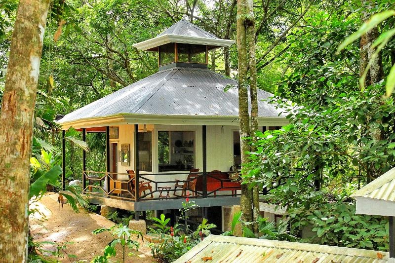 Your Private Suite in the Middle of the Jungle !, alquiler de vacaciones en Playa Hermosa