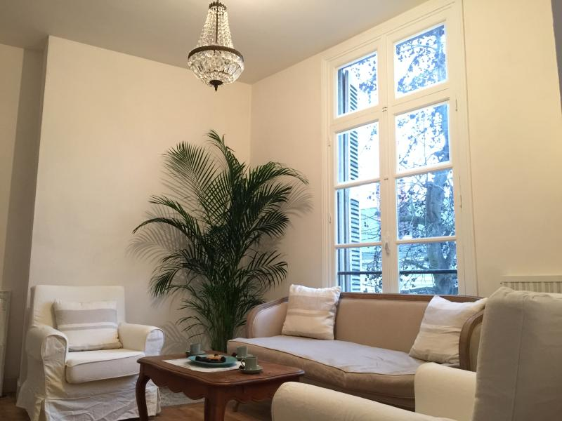 Elegant lounge with seating for 4, local digital TV, HIFI with Bluetooth streaming.  Broadband WIFI