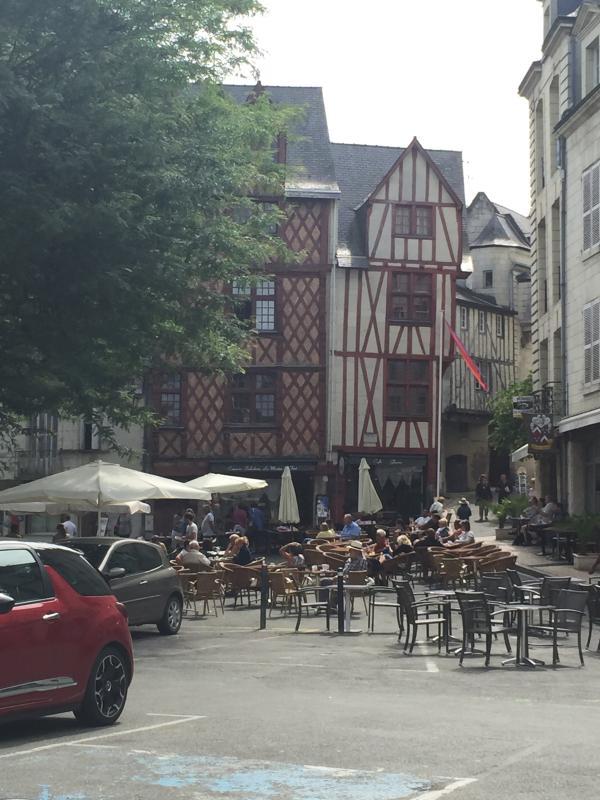 Restaurants, Bars and Cafés in Place Saint Pierre