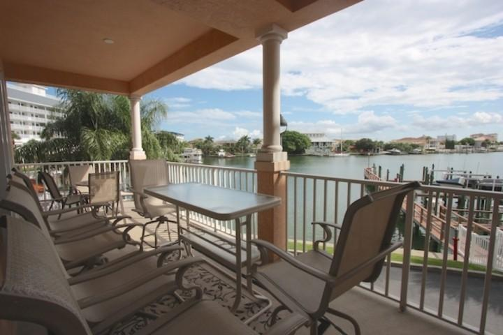Patio privé avec 10 places assises sur la belle Clearwater Intracoastal Waters