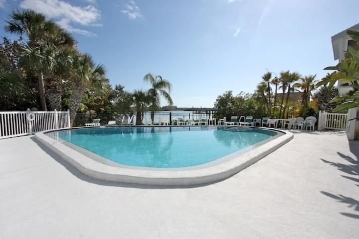 Pool comunitario con una straordinaria Intercoastal View-Bayview Villas-Indian Shores, FL