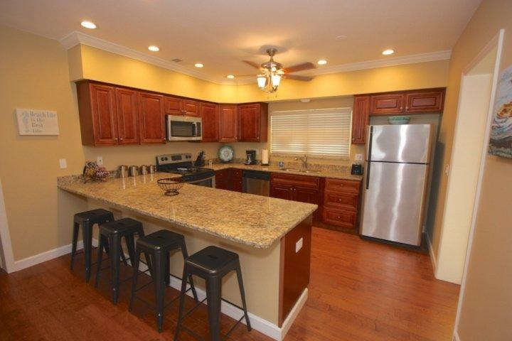 Fully Equipped and Updated Kitchen with Granite Counter Tops/Stainless Steel Appliances-Perfect for Meals Large and Small