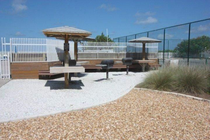 Stazione Grill Comunità che si trova tra Campi da tennis / Pool-Comodo per una bella giornata in piscina!