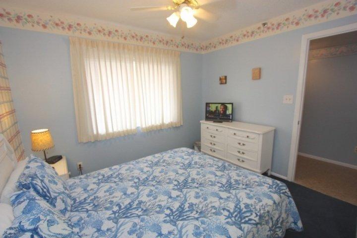 3 ° camera da letto con letto matrimoniale / ingresso CableTV-privato nella zona cucina