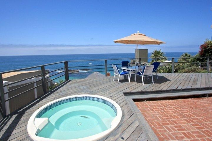 Ocean View Deck with jacuzzi and dining
