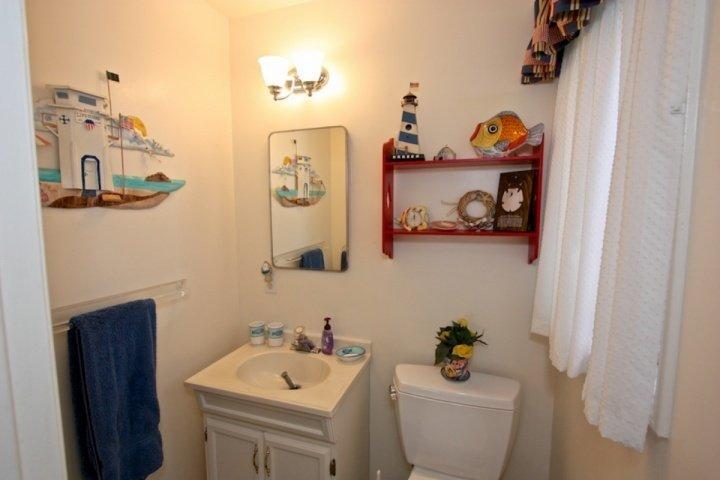 Half Bath off guest bedroom