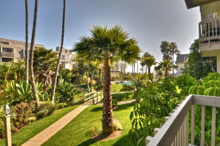 Stay At the Beach! Beautiful Tropical Hawaiian Island Setting - Short Walk to Di, vacation rental in Oceanside