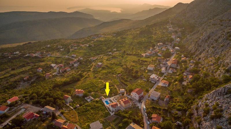 La vista sul villaggio e la posizione Villa Runje