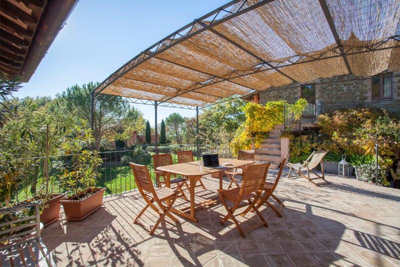 Casa Rosa - Perugino, studio apartment and terrace, holiday rental in San Presto