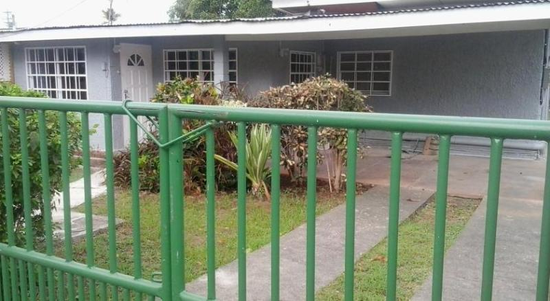 Crown Point Cottage close to Store Bay. 1 br 1 bath, a/c, wifi, cable tv, parking.  Your island home