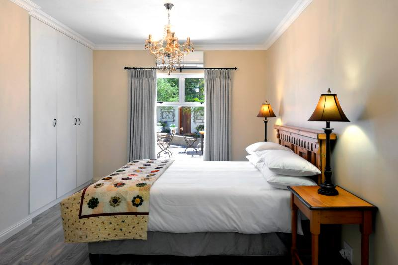 Luxury Protea apartment with beautiful mountain views, alquiler de vacaciones en Franschhoek